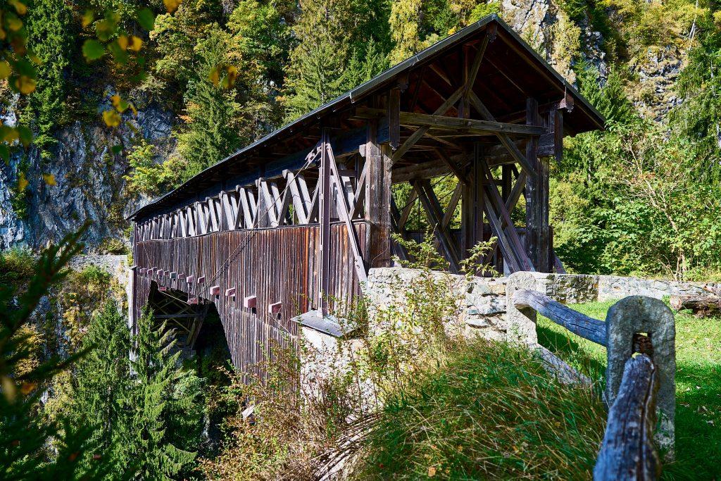 Brücke von Hohenbalken über das Russeinertobel bei Disentis