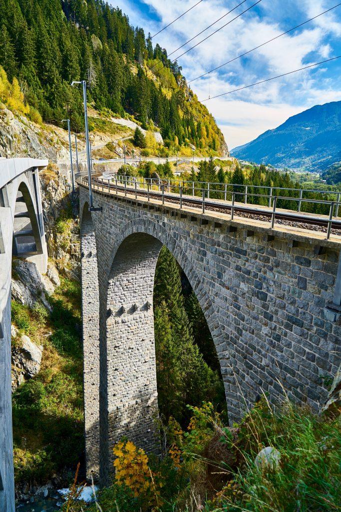 Eisenbahnbrücke über das Russeinertobel bei Disentis
