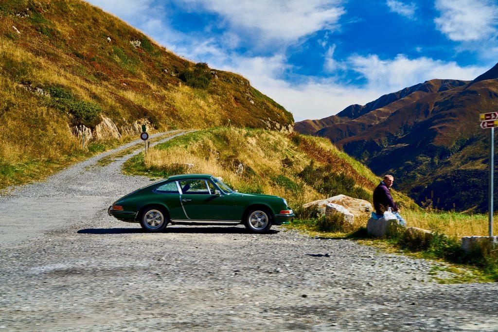 Porsche am Oberalppass