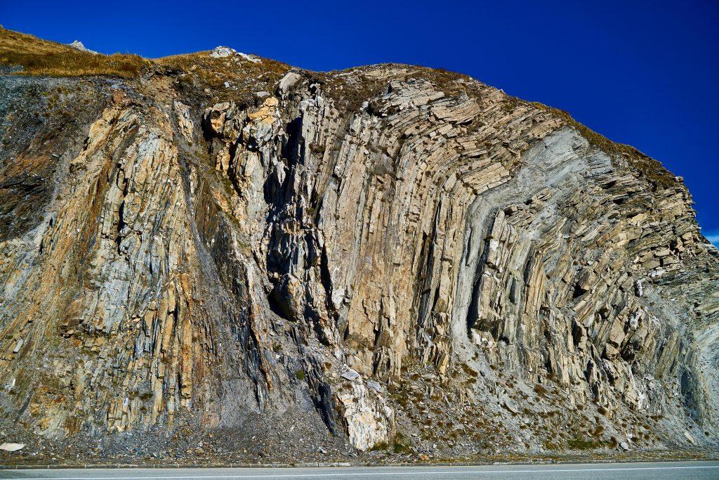 Gestein an der Furka-Passhöhe